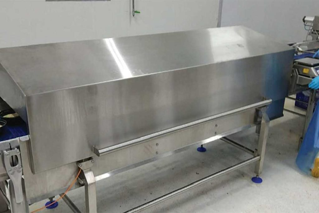 UV-C decontamination hood